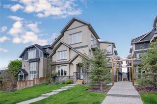 Main Photo: 1 2420 30 Street SW in Calgary: Killarney/Glengarry Row/Townhouse for sale : MLS®# A1052094