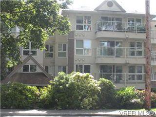 Photo 2: 408 1501 Richmond Ave in VICTORIA: Vi Jubilee Condo Apartment for sale (Victoria)  : MLS®# 577424