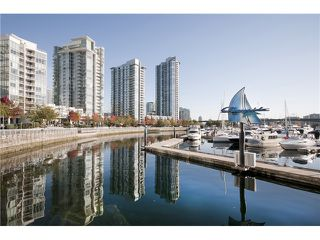 "Main Photo: 1033 MARINASIDE Crescent in Vancouver: Yaletown Condo for sale in ""QUAYWEST RESORT 1"" (Vancouver West)  : MLS®# V979041"