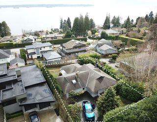 Main Photo: 2756 Lawson Avenue in West Vancouver: Dundarave House for sale : MLS®# R2354178