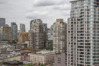 "Photo 14: 2205 930 CAMBIE Street in Vancouver: Yaletown Condo for sale in ""Pacific Place Landmark II"" (Vancouver West)  : MLS®# R2394764"