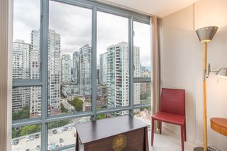 "Photo 12: 2205 930 CAMBIE Street in Vancouver: Yaletown Condo for sale in ""Pacific Place Landmark II"" (Vancouver West)  : MLS®# R2394764"