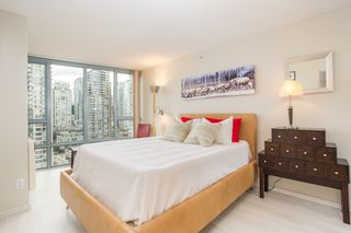 "Photo 11: 2205 930 CAMBIE Street in Vancouver: Yaletown Condo for sale in ""Pacific Place Landmark II"" (Vancouver West)  : MLS®# R2394764"