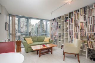"Photo 1: 2205 930 CAMBIE Street in Vancouver: Yaletown Condo for sale in ""Pacific Place Landmark II"" (Vancouver West)  : MLS®# R2394764"