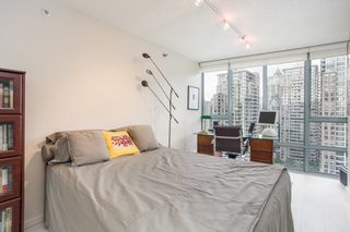 "Photo 8: 2205 930 CAMBIE Street in Vancouver: Yaletown Condo for sale in ""Pacific Place Landmark II"" (Vancouver West)  : MLS®# R2394764"