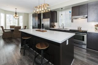 """Photo 3: 102 2418 AVON Place in Port Coquitlam: Riverwood Townhouse for sale in """"LINKS"""" : MLS®# R2403660"""