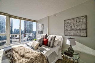 "Photo 8: 1103 183 KEEFER Place in Vancouver: Downtown VW Condo for sale in ""Paris Place"" (Vancouver West)  : MLS®# R2407377"
