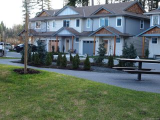 Photo 3: 42 2109 13th St in COURTENAY: CV Courtenay City Row/Townhouse for sale (Comox Valley)  : MLS®# 831816