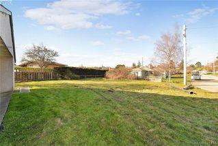 Photo 2: 3386/3390 Veteran St in VICTORIA: SE Mt Tolmie Full Duplex for sale (Saanich East)  : MLS®# 834043