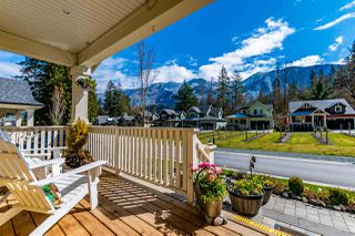 """Photo 2: 43275 OLD ORCHARD Lane in Cultus Lake: Lindell Beach House for sale in """"CREEKSIDE MILLS AT CULTUS LAKE"""" : MLS®# R2448787"""