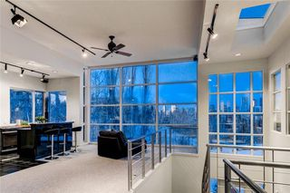 Photo 3: 407 33 Avenue SW in Calgary: Parkhill Detached for sale : MLS®# A1049465