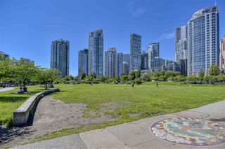 "Photo 33: 105 1383 MARINASIDE Crescent in Vancouver: Yaletown Townhouse for sale in ""COLUMBUS"" (Vancouver West)  : MLS®# R2478306"