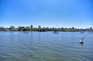 """Photo 25: 105 1383 MARINASIDE Crescent in Vancouver: Yaletown Townhouse for sale in """"COLUMBUS"""" (Vancouver West)  : MLS®# R2478306"""