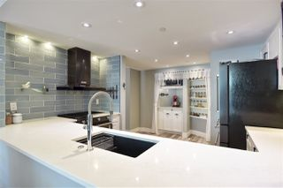 """Photo 11: 105 1383 MARINASIDE Crescent in Vancouver: Yaletown Townhouse for sale in """"COLUMBUS"""" (Vancouver West)  : MLS®# R2478306"""