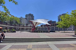 "Photo 34: 105 1383 MARINASIDE Crescent in Vancouver: Yaletown Townhouse for sale in ""COLUMBUS"" (Vancouver West)  : MLS®# R2478306"