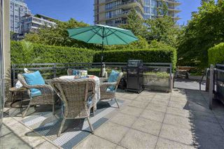 "Photo 3: 105 1383 MARINASIDE Crescent in Vancouver: Yaletown Townhouse for sale in ""COLUMBUS"" (Vancouver West)  : MLS®# R2478306"