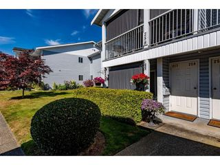 """Photo 2: 257 32691 GARIBALDI Drive in Abbotsford: Abbotsford West Townhouse for sale in """"Carriage Lane"""" : MLS®# R2479207"""