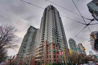 """Photo 2: 906 909 MAINLAND Street in Vancouver: Yaletown Condo for sale in """"YALETOWN PARK"""" (Vancouver West)  : MLS®# R2492754"""