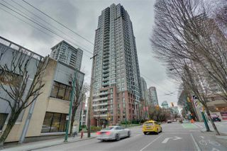 """Photo 3: 906 909 MAINLAND Street in Vancouver: Yaletown Condo for sale in """"YALETOWN PARK"""" (Vancouver West)  : MLS®# R2492754"""