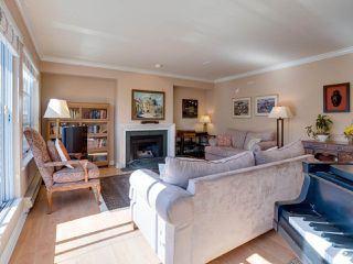 """Photo 6: B2 275 E 4TH Street in North Vancouver: Lower Lonsdale Townhouse for sale in """"BIRCHTREE SQUARE"""" : MLS®# R2497894"""