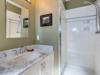 """Photo 18: B2 275 E 4TH Street in North Vancouver: Lower Lonsdale Townhouse for sale in """"BIRCHTREE SQUARE"""" : MLS®# R2497894"""