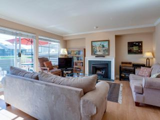 """Photo 4: B2 275 E 4TH Street in North Vancouver: Lower Lonsdale Townhouse for sale in """"BIRCHTREE SQUARE"""" : MLS®# R2497894"""