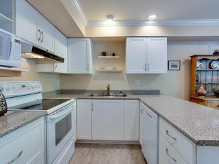 """Photo 11: B2 275 E 4TH Street in North Vancouver: Lower Lonsdale Townhouse for sale in """"BIRCHTREE SQUARE"""" : MLS®# R2497894"""