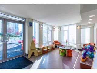 Photo 8: 702 565 SMITHE Street in Vancouver: Downtown VW Condo for sale (Vancouver West)  : MLS®# R2419614
