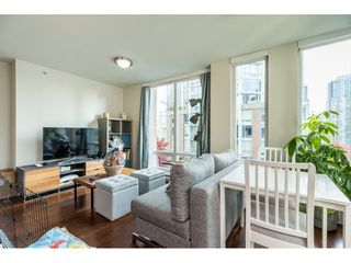 Photo 3: 702 565 SMITHE Street in Vancouver: Downtown VW Condo for sale (Vancouver West)  : MLS®# R2419614