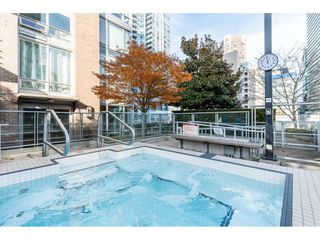 Photo 9: 702 565 SMITHE Street in Vancouver: Downtown VW Condo for sale (Vancouver West)  : MLS®# R2419614