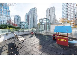 Photo 12: 702 565 SMITHE Street in Vancouver: Downtown VW Condo for sale (Vancouver West)  : MLS®# R2419614