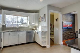 Photo 9: 423 Arlington Drive SE in Calgary: Acadia Detached for sale : MLS®# C4287515