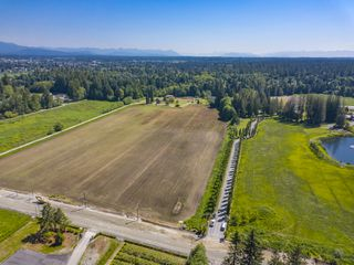 Photo 3: 4664 192 Street in Surrey: Serpentine House for sale (Cloverdale)  : MLS®# R2471893