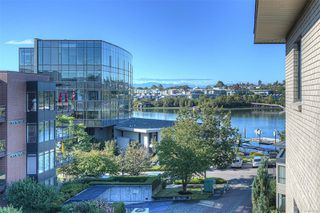 Photo 4: 405 330 Waterfront Cres in : Vi Rock Bay Condo for sale (Victoria)  : MLS®# 854904