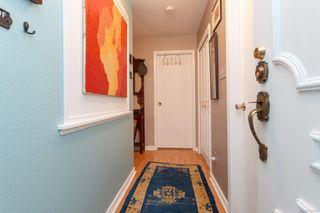 Photo 4: 306 1525 Hillside Ave in : Vi Oaklands Condo for sale (Victoria)  : MLS®# 860507