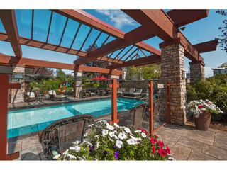 """Photo 15: 101 16499 64 Avenue in Surrey: Cloverdale BC Condo for sale in """"ST. ANDREWS"""" (Cloverdale)  : MLS®# R2390639"""