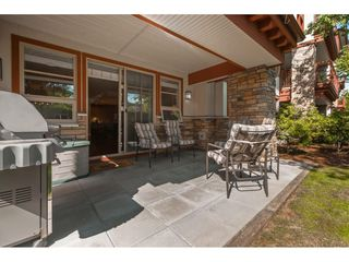 """Photo 14: 101 16499 64 Avenue in Surrey: Cloverdale BC Condo for sale in """"ST. ANDREWS"""" (Cloverdale)  : MLS®# R2390639"""
