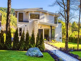 Photo 1: 6581 ROSEBERY Avenue in West Vancouver: Gleneagles House for sale : MLS®# R2447358