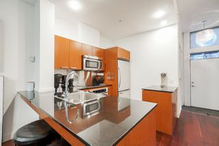 "Photo 7: 1243 SEYMOUR Street in Vancouver: Downtown VW Townhouse for sale in ""elan"" (Vancouver West)  : MLS®# R2519042"