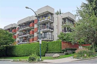 "Photo 1: 104 2142 CAROLINA Street in Vancouver: Mount Pleasant VE Condo for sale in ""Wood Dale"" (Vancouver East)  : MLS®# R2401576"