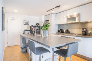 """Photo 4: 2707 108 W CORDOVA Street in Vancouver: Downtown VW Condo for sale in """"WOODWARDS W32"""" (Vancouver West)  : MLS®# R2457769"""