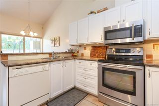 Photo 5: 402 4515 Pipeline Rd in Saanich: SW Royal Oak Row/Townhouse for sale (Saanich West)  : MLS®# 844114