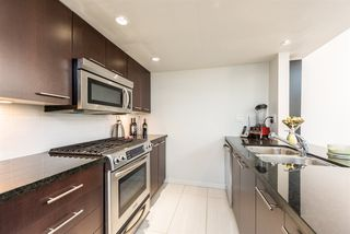"Photo 3: PH6 1288 CHESTERFIELD Avenue in North Vancouver: Central Lonsdale Condo for sale in ""Alina"" : MLS®# R2393081"