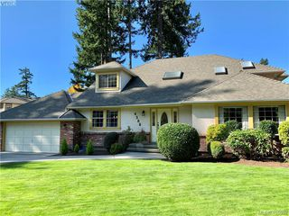 Photo 1: 4388 Parkwood Terrace in VICTORIA: SE Broadmead Single Family Detached for sale (Saanich East)  : MLS®# 416632