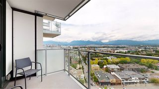 "Photo 3: 2003 285 E 10TH Avenue in Vancouver: Mount Pleasant VE Condo for sale in ""THE INDEPENDENT BY RIZE ALLIANCE"" (Vancouver East)  : MLS®# R2463458"