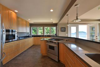 Photo 5: 6655 SUNSHINE COAST Highway in Sechelt: Sechelt District House for sale (Sunshine Coast)  : MLS®# R2475993