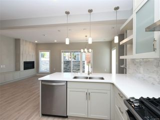 Photo 8: 15 4355 Viewmont Ave in : SW Royal Oak Row/Townhouse for sale (Saanich West)  : MLS®# 854768