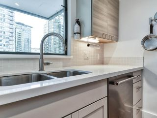 "Photo 9: 1002 1238 MELVILLE Street in Vancouver: Coal Harbour Condo for sale in ""Pointe Claire"" (Vancouver West)  : MLS®# R2416117"