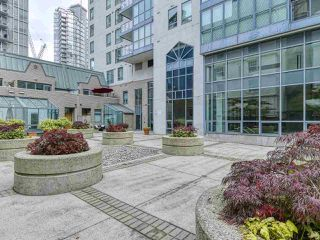 "Photo 17: 1002 1238 MELVILLE Street in Vancouver: Coal Harbour Condo for sale in ""Pointe Claire"" (Vancouver West)  : MLS®# R2416117"