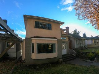 Photo 3: 3568 TURNER Street in Vancouver: Renfrew VE House for sale (Vancouver East)  : MLS®# R2416334